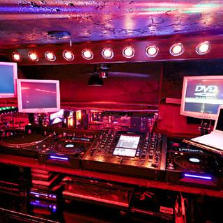 多彩な演出でパーティを盛り上げる音響や映像設備を完備!