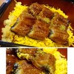 十割そば 素屋  - *鰻は鹿児島産ですが、この価格ですので身は薄め。でもお味は悪くないですよ。 ご飯は薄く敷かれている程度ですので、私でも頂けます。