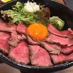 69885187 - 黒毛和牛ローストビーフ丼(大)(¥1080)