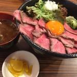 69885190 - 黒毛和牛ローストビーフ丼(大)(¥1080)