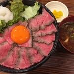 69885194 - 黒毛和牛ローストビーフ丼(中)(¥980)