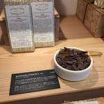 ダンデライオン チョコレート - 1階のショップ・チョコレートのティスティング