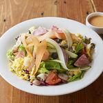 7品目の野菜とパルミジャーノとのグリーンサラダ