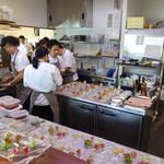 ビストロ ダイア - 28人の団体さんが入って、厨房は凄いことになっていました
