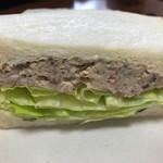 マルコデュパン - 料理写真:たっぷりレタスの鯖サンド