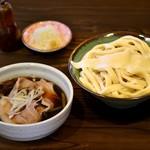 元祖 熊谷うどん 福福 - 当店人気No.1メニューです。肉汁うどんは数あれど、ブランド豚 彩の国黒豚100%使用の特製肉汁うどんは福福でしか食べられません!