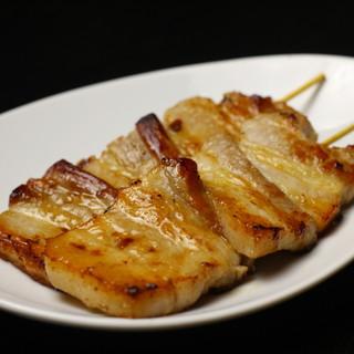 【豚バラ串焼き】1人でも2人でもOK!溢れる肉汁の虜に…。