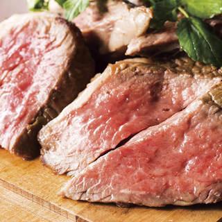 厚切り肉の炭火焼きがおかわり自由で贅沢に食べ放題☆