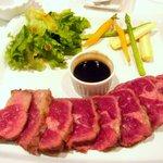R cafe - ステーキの肉です、これで200g
