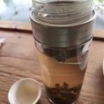 ミオン ガーデンカフェ - 桃の香りがする美味しいお茶です。