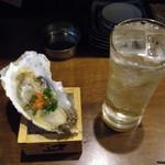 魚屋 うきうきらんらん 三鷹 - お通しとグレープフルーツハイ¥380