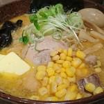 白樺山荘 - 味噌ラーメン+バターコーン+味付け煮玉子 1100円