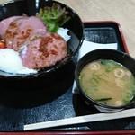 土山サービスエリア フードコート - 料理写真:ローストビーフ丼:980円