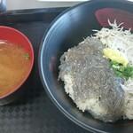 田子の浦港 漁協食堂 - ハーフ丼と味噌汁