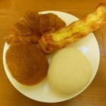フルール - 料理写真:チーズベーコン、しろパン、明太クロワッサン、焼きカレーパン