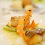 69914286 - 鯛と帆立貝 海老のパナシェ ボッタルガのリゾットとフレッシュハーブのバターソース