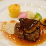 69914295 - 牛フィレ肉とフォアグラのトゥルヌド・ロッシーニスタイル マッシュルームのクリームとじゃが芋のグラタン添え