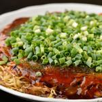 やき兵衛 - 料理写真:新鮮なキャベツと豆もやしたっぷり広島焼。中華麺入り♪