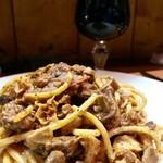 生ハムとワイン メッシタフランコ - ナポリ郷土料理内臓のソース スパゲットーニ