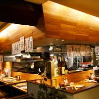 はまきん - 厨房が見渡せるカウンター席は雰囲気抜群です。