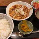 つるの屋 - 麻婆豆腐定食 700円。