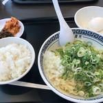 製麺屋慶史直営 まる麺西月隈 -