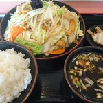 ラーメン丸徳 - モツ炒め定食