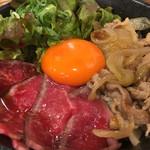肉タレ屋 - 甘辛焼きすきとローストビーフの味わい丼