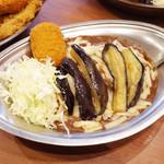 カレーの市民アルバ - ナスカレー(並盛750円)+クリームコロッケ(1個70円)+チーズ(100円)