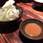 焼鳥 修 - お通し(キャベツ)