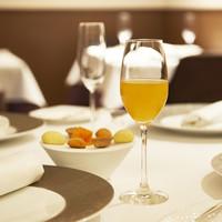 ラドニス - シャンパンカクテルとアペリティフスナック