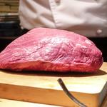 鉄板焼き いわ倉 - 鉄板焼き用肉塊