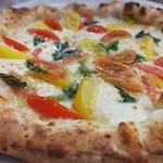 PIZZERIA Napoli  - 自家栽培2色のトマトのビアンカポモドリーニ(夏限定ピッツァ)