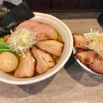 69944984 - 特製淡麗風人醤油そば(大盛)+チャーシュー丼【料理】