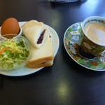 ジューシー - 料理写真:アメリカーノと生パンのあんこ
