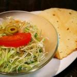インドの恵み - サラダ&パパド
