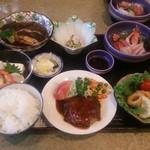 ホテルサトウ - 料理写真:かれいの煮付け・ハンバーグ・イカリングフライ他