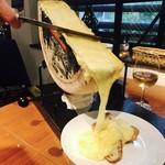 バゲットのラクレットチーズ掛け