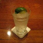 BAR東京 - ジントニックです。