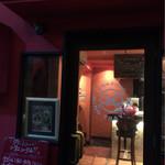 ニニョ トラヴィエソ - お店の入口