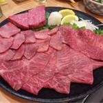吉田 - 肉盛り合わせ