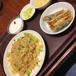 唐朝刀削麺 成田空港店 - 炒飯餃子セット(^∇^)