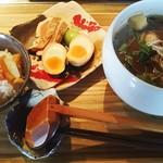 69968578 - 牡蠣そばBLACKと日替わりご飯