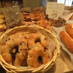 ル・パン神戸北野 - トマトとクリームチーズのカンパーニュ
