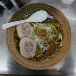 覆麺 智 - 覆麵ラーメン(醤油)(880円、真上から)