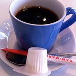 ブルーフラットカフェ - 2011.3;ランチについているコーヒー:カップがカラフル☆私は青。