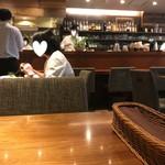 銀座2丁目ミタスカフェ - ウッディーなインテリア