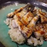 四川料理 巴蜀 - ◆鰻のちらし寿司。 鰻は一度煮て焼き上げてあります。身もフックラしていて美味しいですね。
