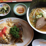 群鳳 - 炒飯餃子、ふつーなラーメンセット