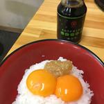 ラーメン さくら - 黄身ごはんには味噌がのっかってます(*^▽^*) 一緒についてくるアオサ醤油が美味しすぎ!